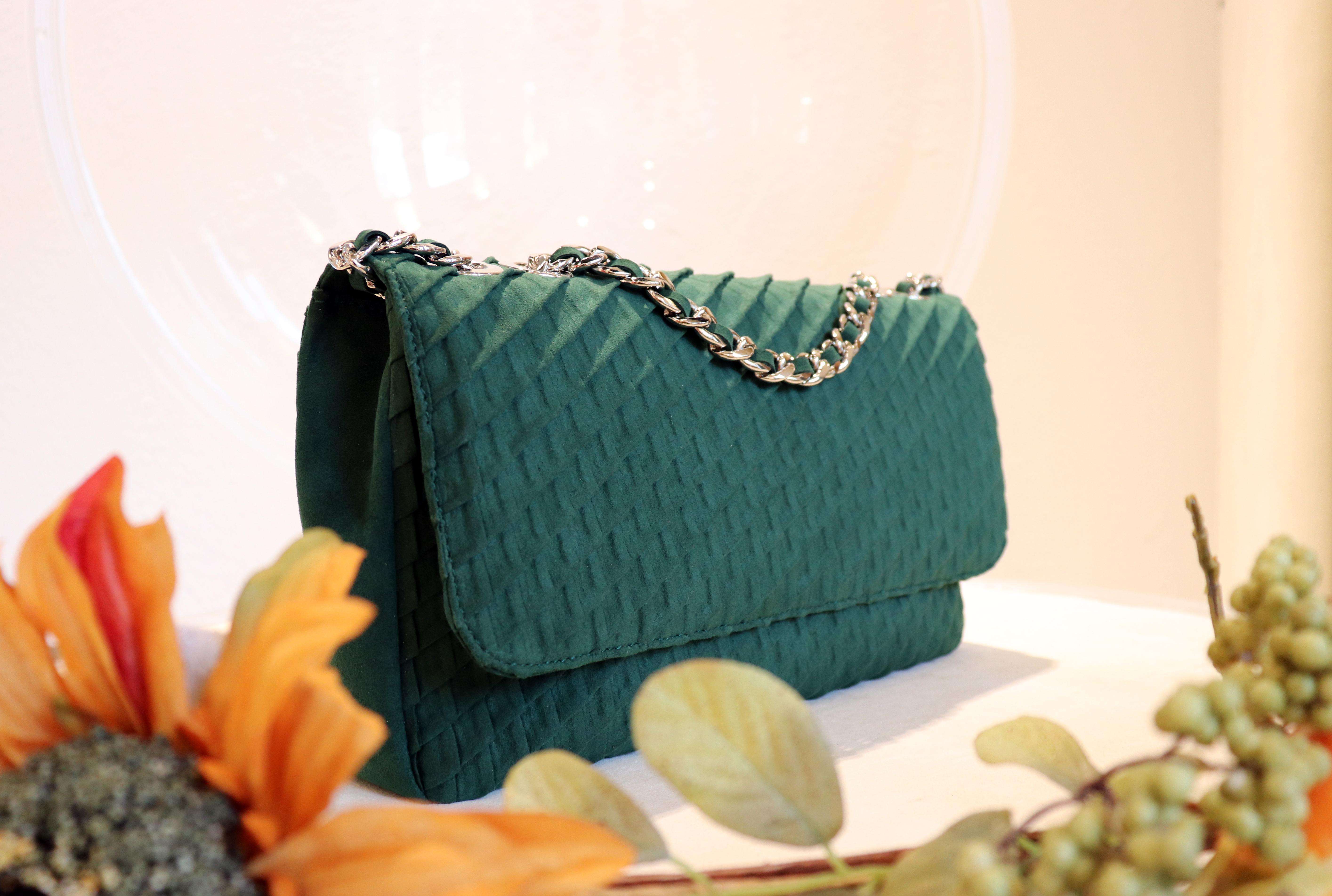 01_a_Alcantara_clutch_green (1)